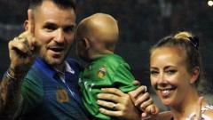 Indosport - Simon McMenemy dan keluarganya.