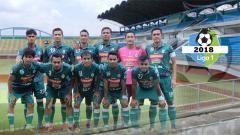 Indosport - Skuat PSS Sleman dan Stadion Maguwoharjo.