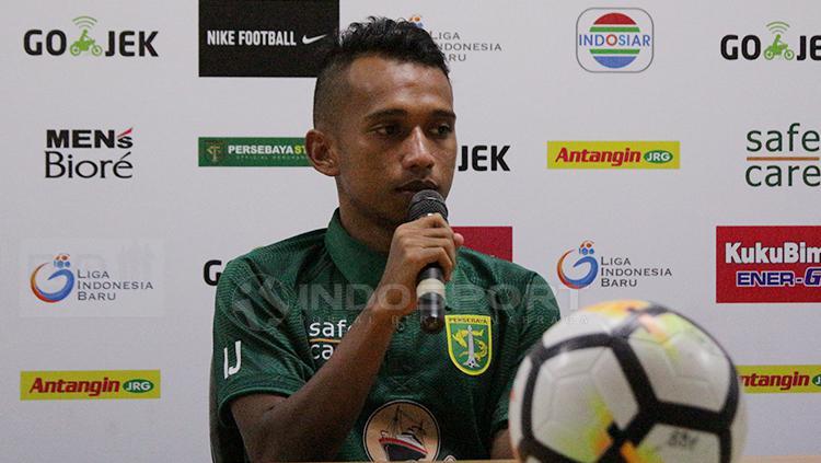 Irfan Jaya saat konfrensi pers Copyright: Fitra Herdian/Indosport