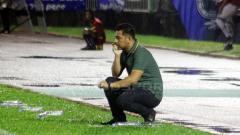 Indosport - Pelatih Perseru Badak Lampung FC, Jan Saragih.
