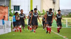 Indosport - Skuat PSM Makassar sedang jalani sesi latihan.