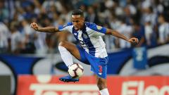 Indosport - Bek Porto, Eder Militao diincar Manchester United
