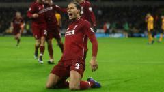 Indosport - Selebrasi Virgil van Dijk usai cetak gol ke gawang Wolves, Sabtu (22/12/18).