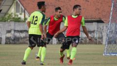 Indosport - Pemain Persebaya Surabaya latihan.