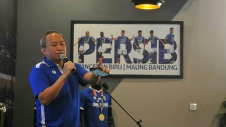 Direktur Utama (Dirut) Persib Bandung Glenn Sugita turut angkat bicara usai mengetahui ibunda Presiden Republik Indonesia Joko Widodo (Jokowi) wafat. - INDOSPORT