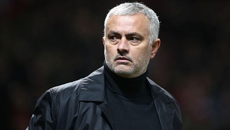 Jose Mourinho, kini menjadi salah satu pelatih berpengalaman yang menganggur. Copyright: INDOSPORT