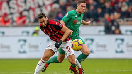 Hakan Calhanoglu ingin segera memperpanjang kontraknya di klub Serie A Italia, AC Milan, untuk beberapa musim ke depan. - INDOSPORT