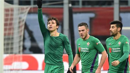 Winger Fiorentina, Federico Chiesa (depan), dikabarkan akan menemui presiden klub untuk memuluskan langkahnya bergabung dengan Juventus - INDOSPORT