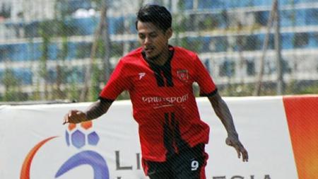 Pemain PS Mojokerto Putra Krisna Adi saat bermain di Liga 2 2018. - INDOSPORT
