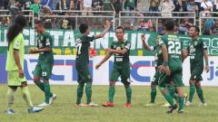 Indosport - Irfan Jaya menggenapi gol Persebaya menjadi 4-2.