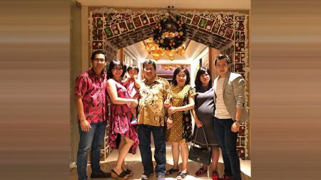 Pebulutangkis, Marcus Feraldi Gideon merayakan Natal bersama keluarga - INDOSPORT