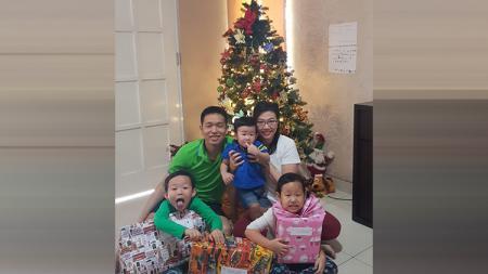 Pebulutangkis, Hendra Setiawan merayakan Natal bersama keluarga - INDOSPORT