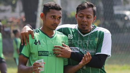 Bejo Sugiantoro mendampingi latihan Persebaya. - INDOSPORT
