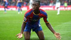 Indosport - Bek kanan Crystal Palace, Aaron Wan-Bissaka melakukan blunder bagi timnas Inggris yang membuat Manchester United tak tertarik padanya.