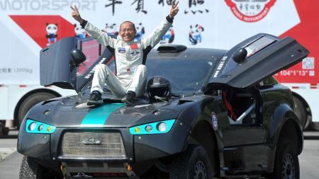 Liang Yuxiang, pembalap Reli Dakar berusia 65 tahun - INDOSPORT
