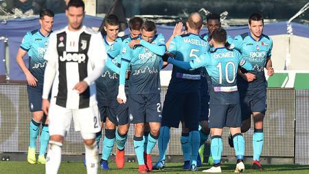 Para pemain Atalanta berselebrasi seusai Duvan Zapata mencetak gol ke gawang Juventus. - INDOSPORT