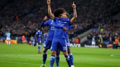 Indosport - Marc Albrighton berselebrasi usai membuat skor berimbang 1-1 saat melawan Man City.