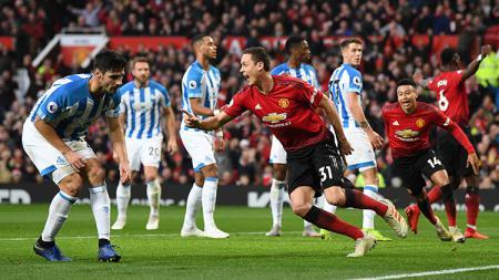 Nemanja Matic usai mencetak gol ke gawang Huddersfield. - INDOSPORT