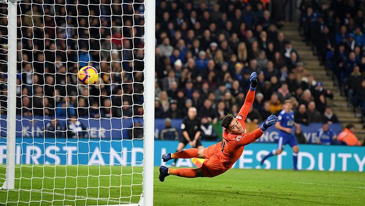Ederson Moraes melihat gawangnya dibobol keduanya kalinya saat menghadapi Leicester City. Copyright: Shaun Botterill/Getty Images