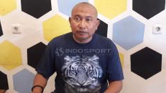 Indosport - Bambang Suryo menilai sanksi seumur hidup dari Komdis PSSI sebagai dagelan bola versi baru. Lantaran menjatuhkan sanksi serupa dgn berbeda kasusnya.