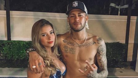 Mari Tavares dan Neymar berlibur bareng salah satu kota di Brasil.