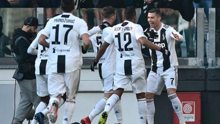 Cristiano Ronaldo dihampiri rekan satu timnya untuk melekukan selebrasi - INDOSPORT