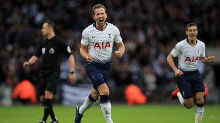 Harry Kane berselebrasi usai mencetak gol ke gawang Wolves. - INDOSPORT