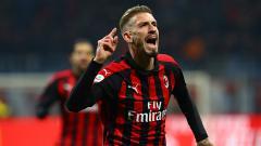 Indosport - Pemain AC Milan, Samu Castillejo berselebrasi usai mencetak gol ke gawang SPAL.