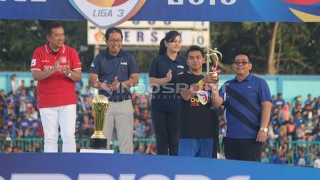 Persik Kediri mendapat gelar tim fair play.