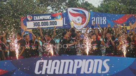 Persik Kediri saat merayakan kemenangan mereka sebagai juara Liga 3 2018. - INDOSPORT