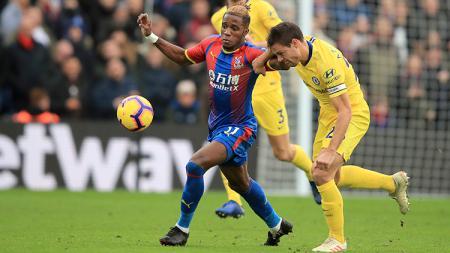Winger Crystal Palace, Wilfried Zaha, akan merekrut super agen sekaligus teman Roman Abramovich, Pini Zahavi, agar merealisikan impiannya berlabuh di Chelsea - INDOSPORT