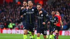 Indosport - David Silva berselebrasi usai mencetak gol ke gawang Southampton.
