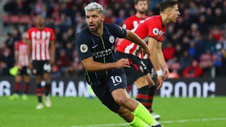 Sergio Aguero berselebrasi usai mencetak gol ke gawang Southampton. - INDOSPORT