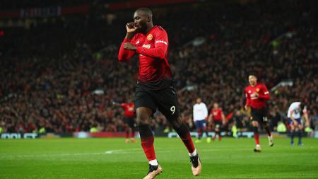 Romelu Lukaku berselebrasi usai mencetak gol ke gawang Bournemouth. - INDOSPORT