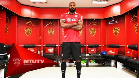 Pemain Muang Thong United Celio Santos. - INDOSPORT