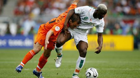Arouna Kone saat tampil membela Pantai Gading di Piala Dunia 2006. - INDOSPORT