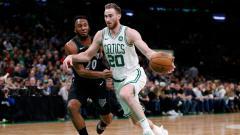Indosport - Aksi Gordon Hayward di Laga Celtics vs Wolves