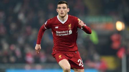 Bek Liverpool, Andy Robertson, harus absen sementara saat laga pramusim The Reds setelah menjalani operasi pada tangannya. - INDOSPORT