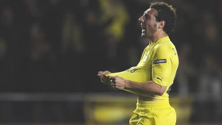 Mantan gelandang Arsenal, Santi Cazorla, membuka peluang untuk menjalani reuni dengan Mikel Arteta yang kini menjadi manajer klub Liga Inggris itu. - INDOSPORT