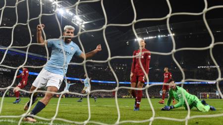 Sergio Aguero merayakan golnya ke gawang Liverpool - INDOSPORT