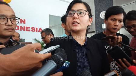 Sekretaris Jenderal (Sekjen) PSSI, Ratu Tisha Destria kembali memenuhi panggilan penyelidikan dari Bareskrim Polri di Gedung Ombudsman RI pada Jumat, (04/01/19). - INDOSPORT
