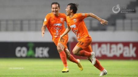 Penggawa Borneo FC Wahyudi Hamisi bersama Dirga Lasut. - INDOSPORT
