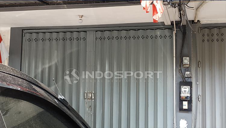 Pintu Kantor Asprov PSSI Jatim terkunci. Copyright: Fitra Herdian/Indosport
