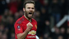 Indosport - Selebrasi Juan Mata setelah mencetak gol pembuka di laga Piala FA saat berhadapan dengan Reading.