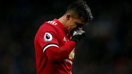 Robin van Persie buka suara soal Alexis Sanchez yang gagal tampil gemilang di Manchester United setelah pindah dari Arsenal. - INDOSPORT