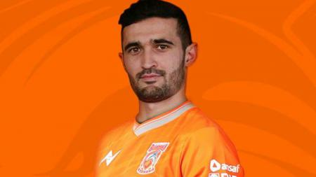 Javlon Guseynov, mantan kapten Uzbekistan U-23 resmi ke Borneo FC. - INDOSPORT
