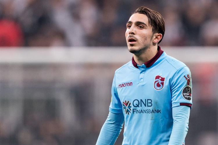 Abdulkadir Omur (bawah), Pemain Trabzonspor. Copyright: INDOSPORT