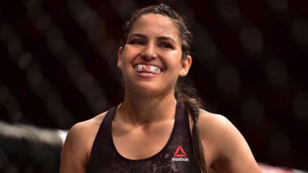Petarung wanita UFC, Polyana Viana, berhasil meringkus seorang perampok sendirian. - INDOSPORT