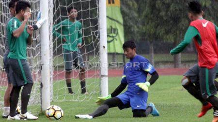 Muhammad Riyandi saat mengikuti latihan bersama Timnas Indonesia U-19 di Stadion UNY. - INDOSPORT