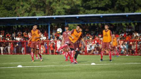 Bek Maman Abdurrahman menunjukkan aksinya di latihan perdana Persija Jakarta, Senin (07/0/18). - INDOSPORT